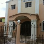 Pastor demanda iglesia por 20 millones de pesos por retirarlo del pastorado