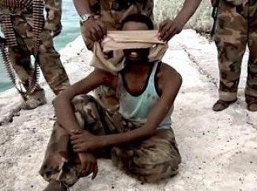 terroristas matan cristianos a balazos en el mar