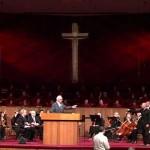 Falso profeta ataca a John MacArthur en su propia iglesia llamándolo hereje