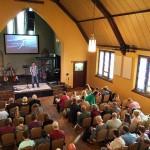 Salão de eventos fechado após donos recusarem casamento gay reabre como igreja