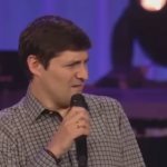 Poderoso mensaje Bíblico de Marcos Vidal en la iglesia de Joel Osteen