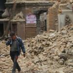 Poderoso terremoto de magnitud de 7,8 deja más de 2.400 muertos en Nepal