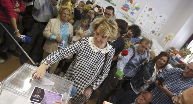 Esperanza Aguirre ejerciendo el derecho al voto