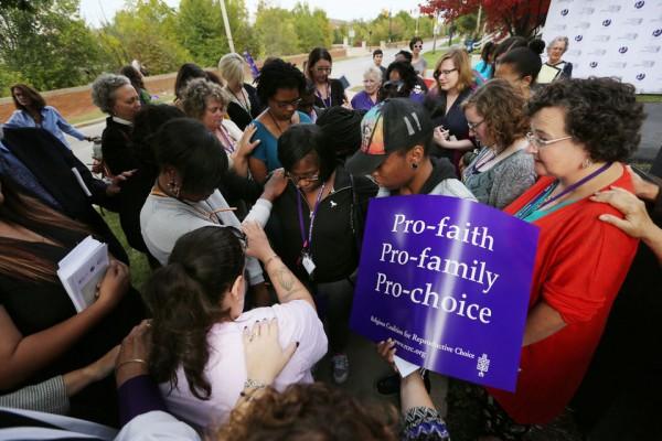Lideres de iglesias y rabinos apoyan el aborto