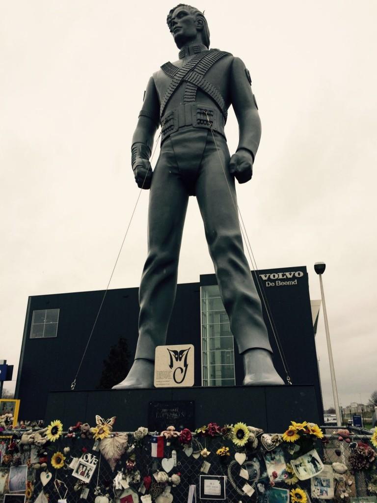 estatua michael jackson